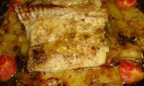 Merluza al horno con patatas recet n - Patatas pequenas al horno ...
