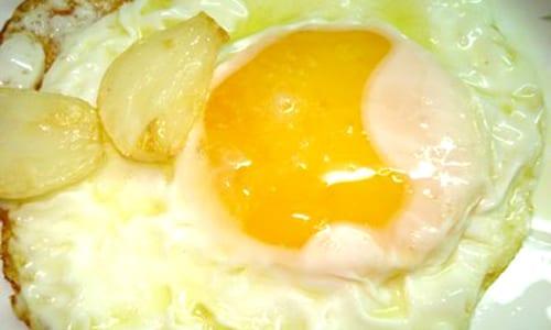 Huevos con queso y verdura