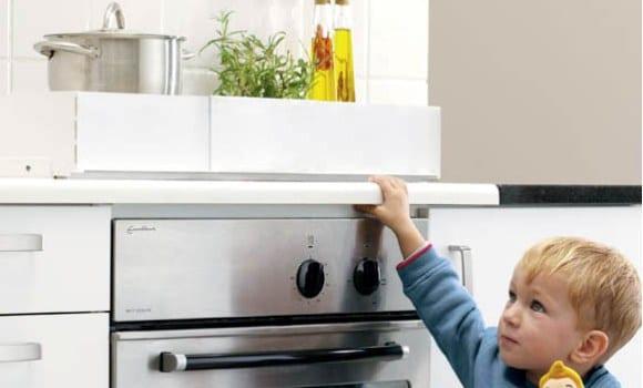 Los ni os en la cocina dec logo de seguridad recet n - Cocina con ninos pequenos ...