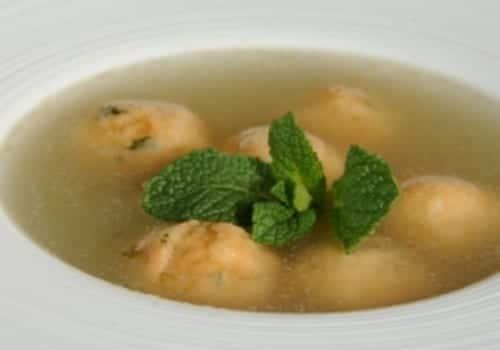 Sopa de pescado con albondiguitas de bacalao