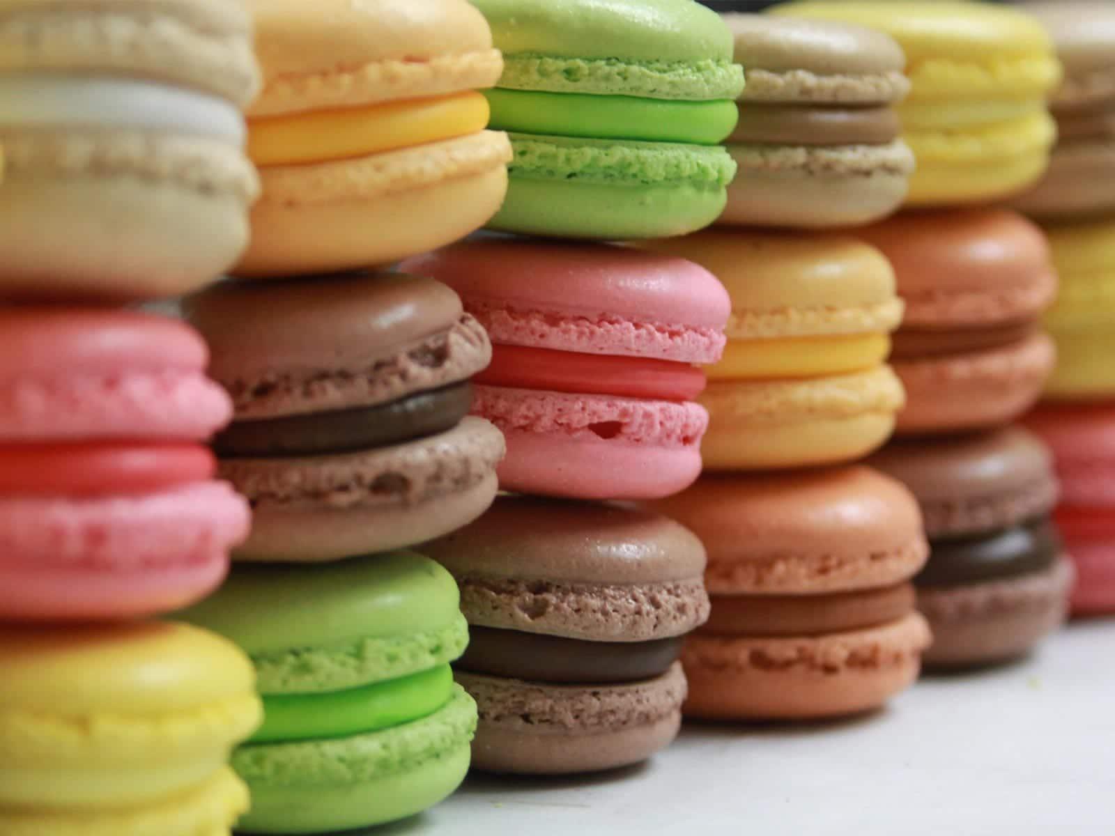 Macarrones dulces, coloridos bocaditos de sobremesa