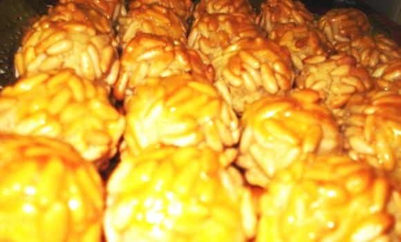 Empiñonadas, dulces bolitas de piñones