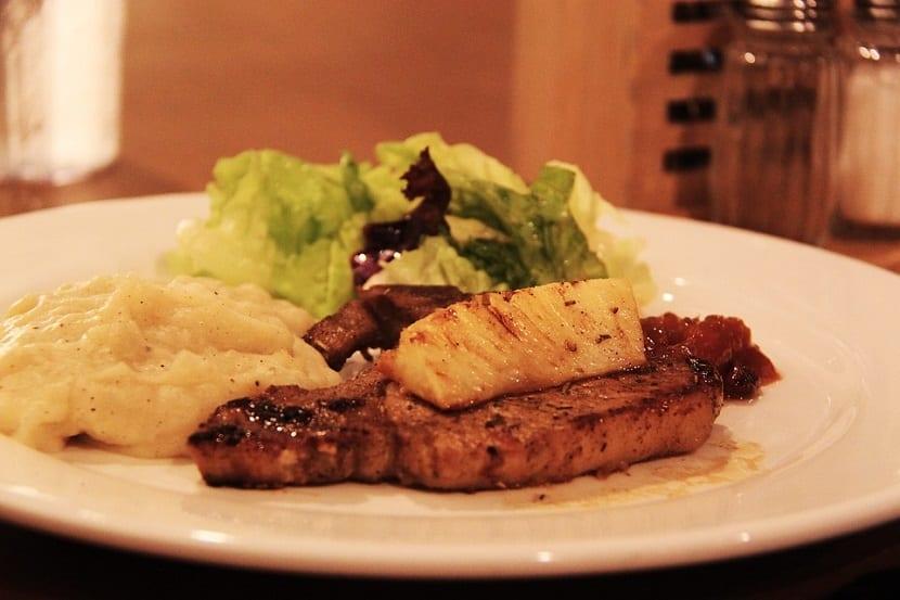 Salsa de piña con carne