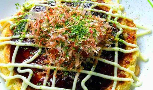 Okonomiyaki, la pizza japonesa