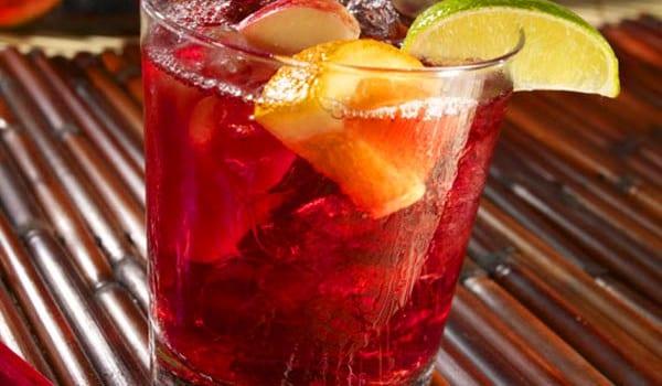 Sangría sin alcohol, cárgala de fruta