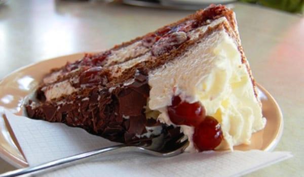 Tarta selva negra, de chocolate y nata