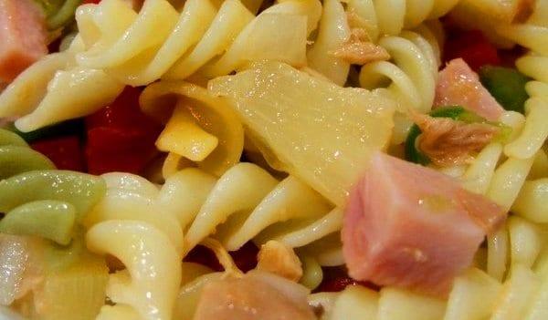 Ensalada de pasta con piña