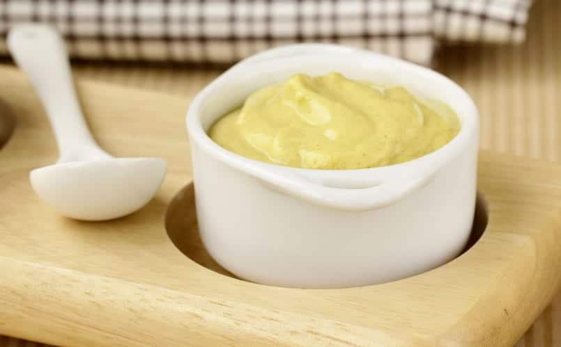 Salsa de miel y mostaza, sabrosamente agridulce