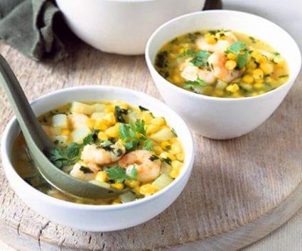 Sopa de gambas con maíz