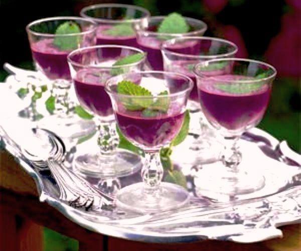 """Sopa dulce """"Selva Negra"""": frutos rojos aromatizados con kirsch"""