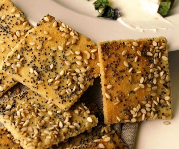 Galletitas saladas de hierbas y sésamo: sin gluten