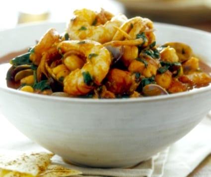 Potaje de garbanzos, espinacas y mariscos