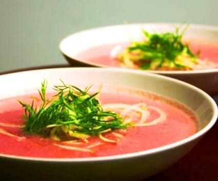 Sopa rosa, un mix de hortalizas para conseguir el color