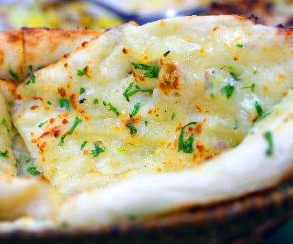 Cheese naan o pan indio con queso