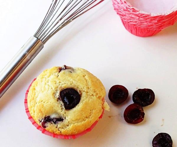 Cheese cherry muffins o magdalenas de cerezas y queso - Madalenas o magdalenas ...