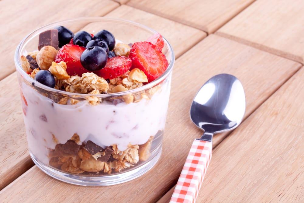 Copa de yogur, sandía, melón y cereales - Recetín