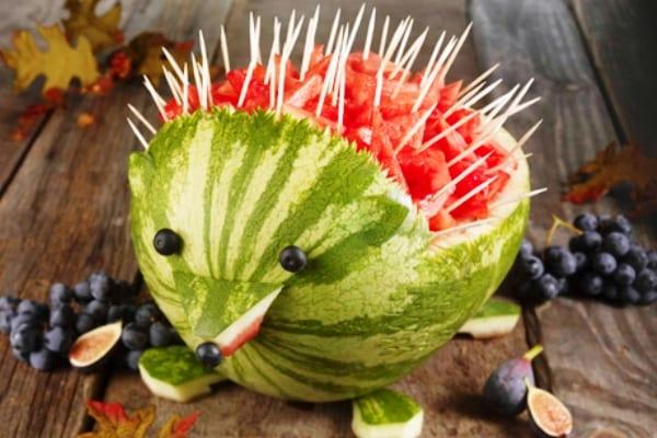 Sandía decorada en forma de erizo, arte con frutas