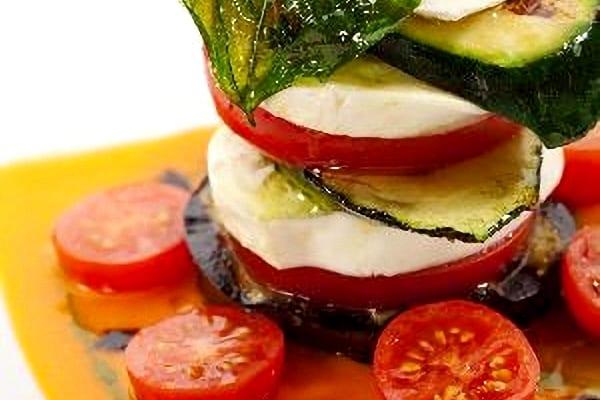 Milhojas de berenjenas con queso y más verduras