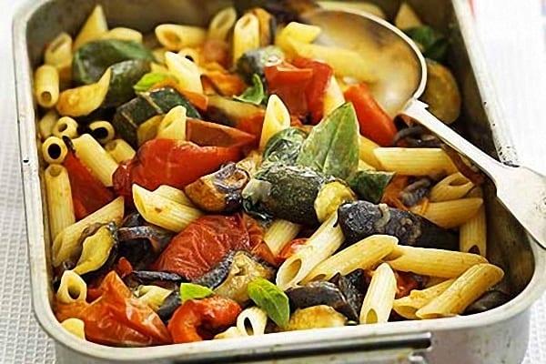 Macarrones con ratatouille recet n - Salsa para verduras al horno ...