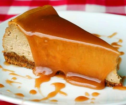 Tarta de queso y dulce de leche casero recet n - Postres con queso de untar ...