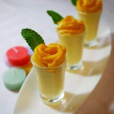 Chupitos de mousse de mango y naranja