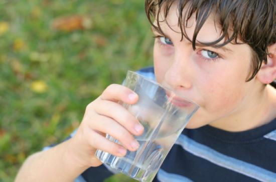 Mantén hidratados a tus hijos