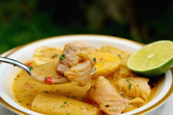 Biche de pescado, sopa de Navidad desde Ecuador