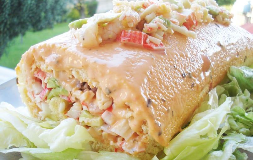Brazo de gitano salado relleno de marisco y aguacate