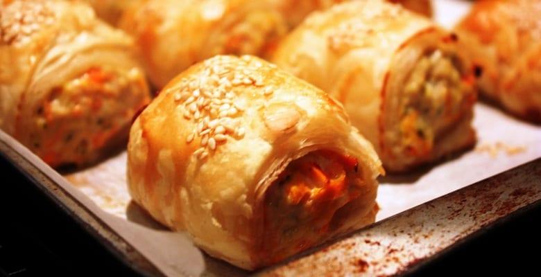 Saladitos sencillos de verduras a la parrilla, pollo y queso feta