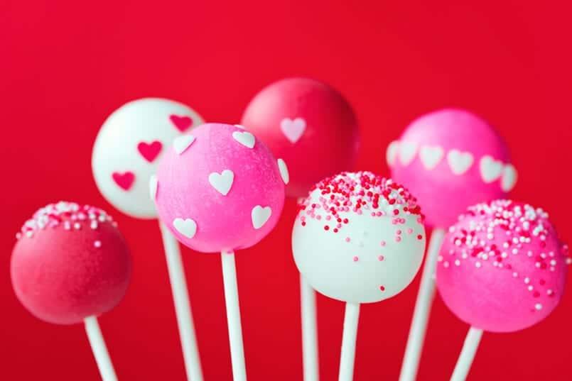 Cake pops de San Valentín: corazón negro, piel rosa