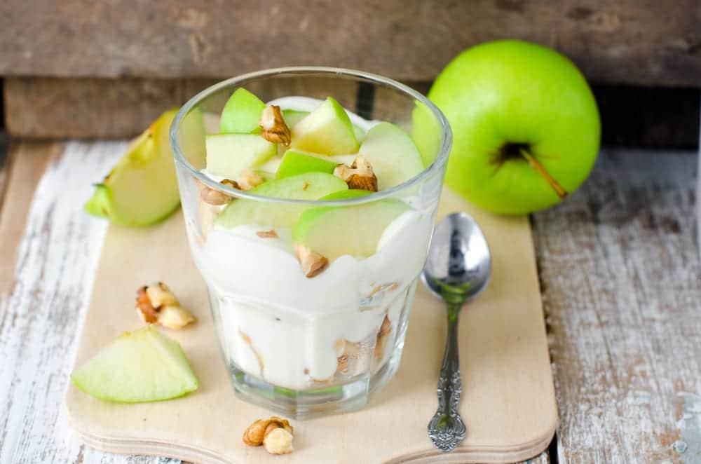 Macedonia de manzana con crema de flan
