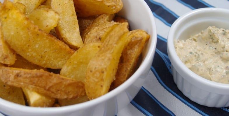 """Patatas """"a la Loli"""", fritas y con salsa de yogur"""