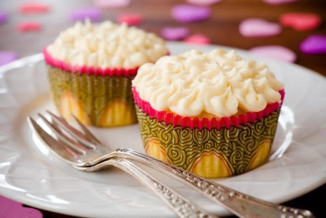 Frosting de chocolate blanco: decoración para tartas
