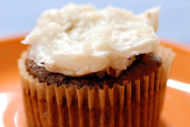 Frosting de coco, el toque tropical en tus pasteles