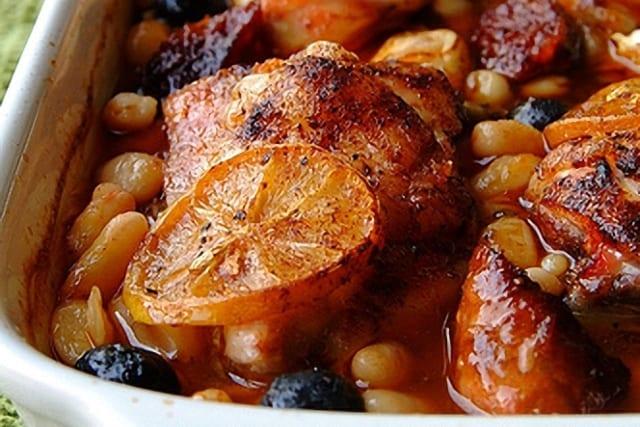 Pollo asado con alubias y chorizo