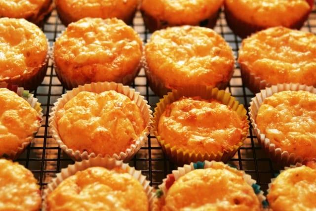 Mini-magdalenas de jamón y queso con un toque de tomillo