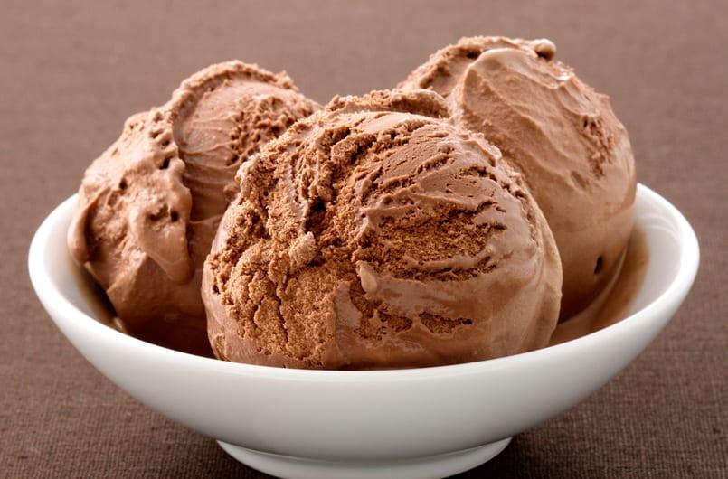 Helado de mousse de chocolate