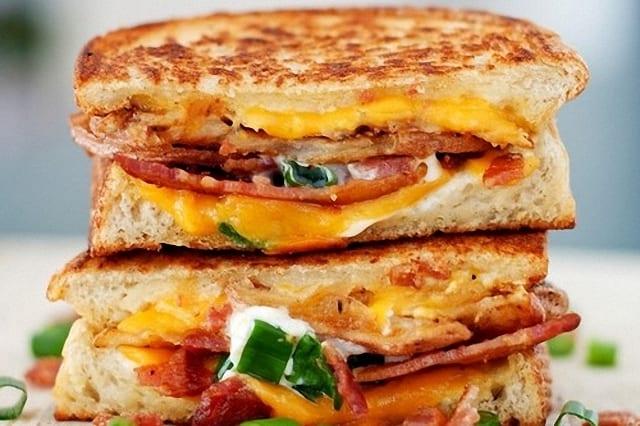 Cremoso sandwich de patatas y bacon