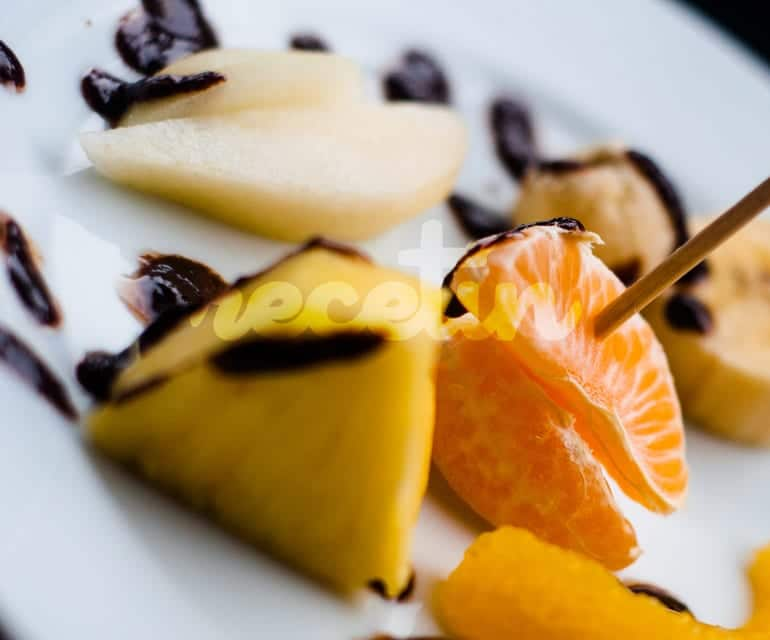 Postres Fáciles: Frutas con chocolate caliente