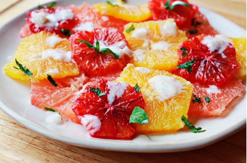 Postres originales ensalada de naranja con yogurt recet n for Postres sencillos y originales