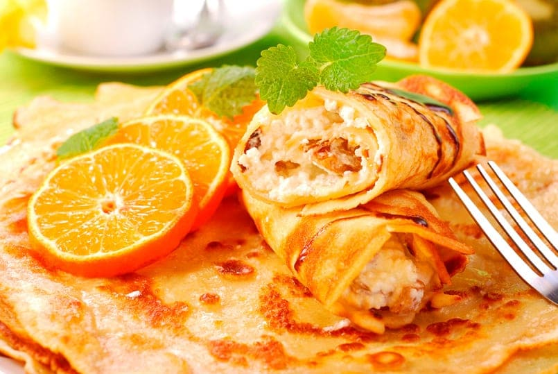 Crepes de queso fresco con naranja y nueces