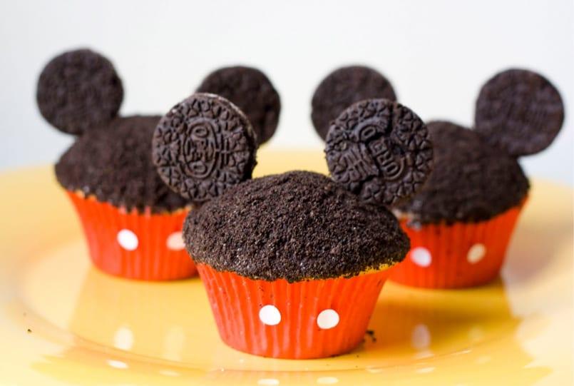 Mickey cupcakes con orejitas de Oreo