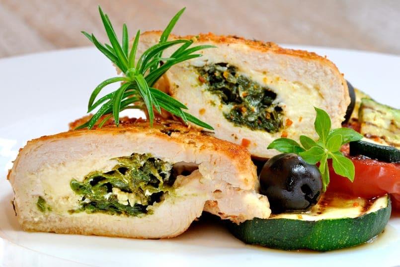 Pechuga de pollo rellena con espinacas, queso crema y nueces