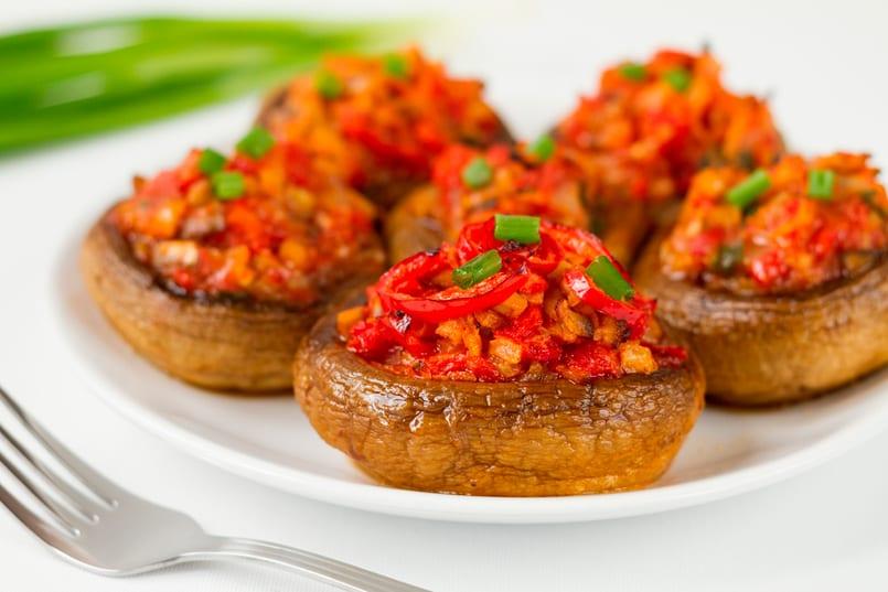 champiñones rellenos de tomate