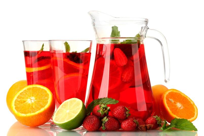 Sangr a de fresas sin alcohol recet n - Como hacer zumo de fresa ...