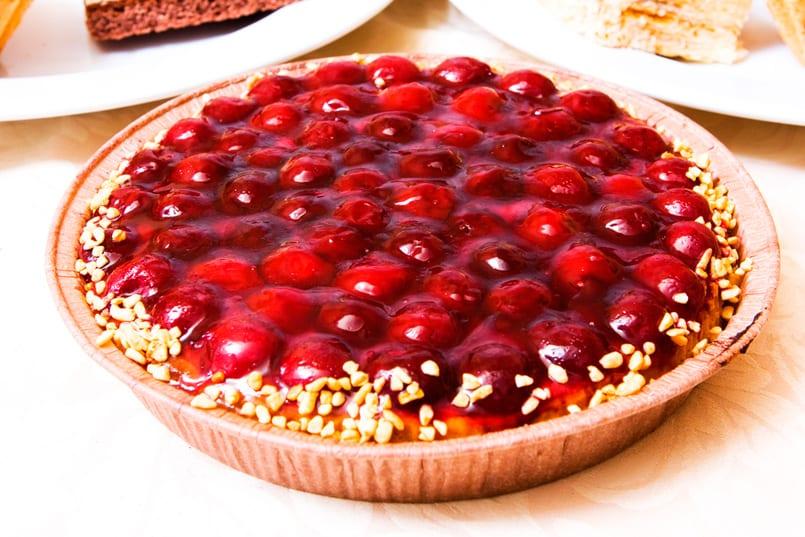 Tarta de cerezas con masa quebrada y almendras