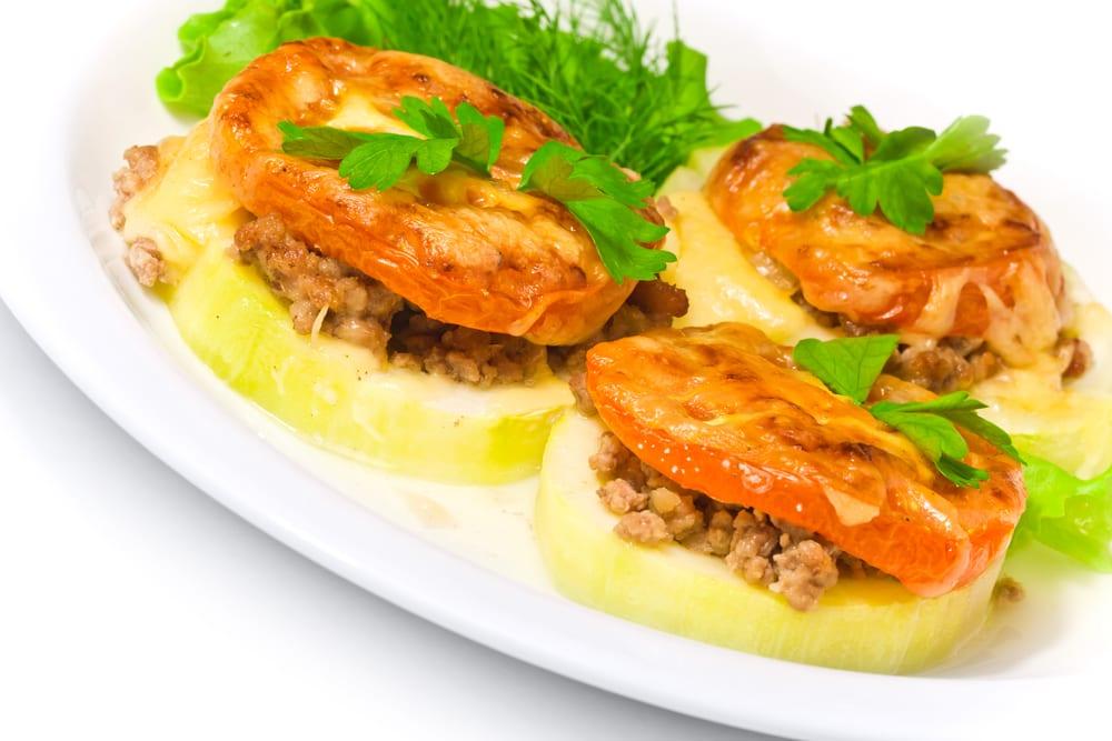 Calabacines rellenos de carne picada y tomate