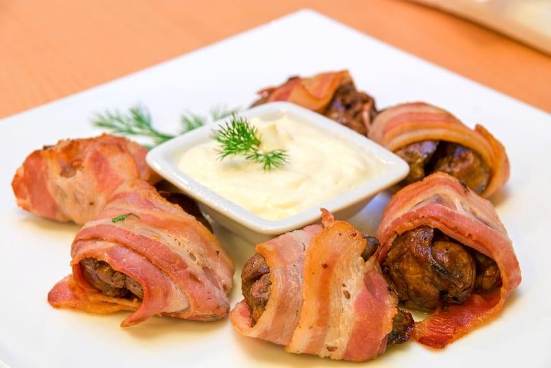 Enrollados de pollo y bacon al horno