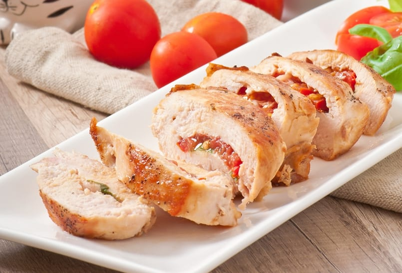 Pechugas de pollo rellenas de salsa de tomate y… ¡Al horno!