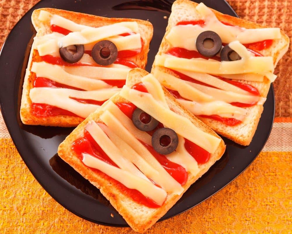 Sandwiches momia para la noche de Halloween